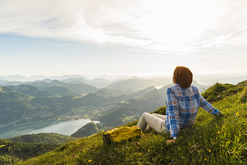 Austria, Salzkammergut, Hiker taking a break, looking over the Alps