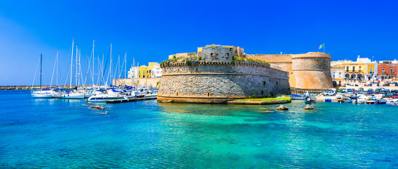 Photo sur Plexiglas Ville sur l eau Landmarks of Italy - coastal town Gallipol in Pugliai. view of old port with castle.