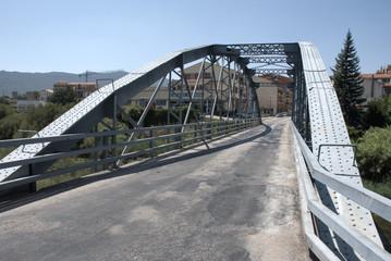 Viejo puente metálico