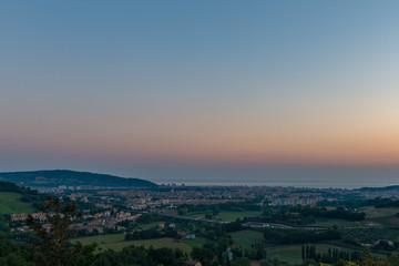spiaggia al tramonto a Pesaro