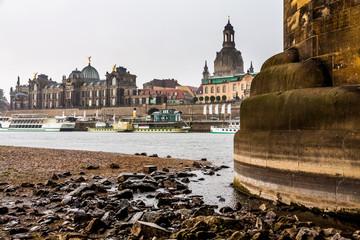 Dresden bei Niedrigwasser