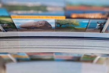 Ansichtskarten im Verkäufsständer von oben