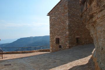 Casa de piedra con vista al fondo