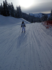 Skifahrer gegenüber dem Hochkönig