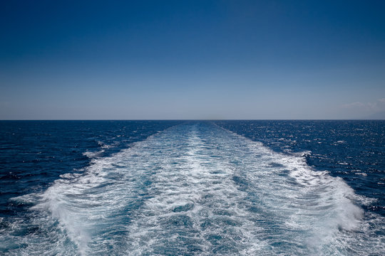 Wake left by ship in transit, on the open sea