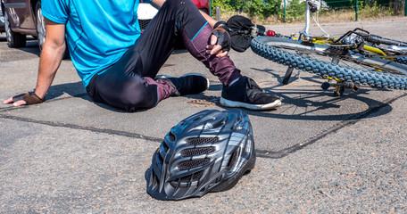 Radfahrer ist von einem Auto angefahren worden