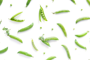Fototapete - Pattern of fresh green peas isolated on white background, top view, flat lay