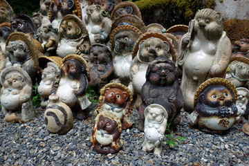 "日本 京都 狸谷山不動院 狸の置物 Japan Kyoto ""Tanukidani-san Fudo-in"" Raccoon ornament"