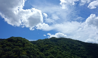 日本 京都 嵐山 稜線と青空 Japan Kyoto Arashiyama ridgeline and blue sky