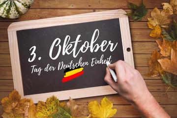 """Herbstlaub und Kreidetafel mit Aufschrift """"3. Oktober - Tag der Deutschen Einheit"""""""