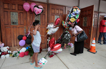 Mourners stand at a memorial to singer Aretha Franklin outside the New Bethel Baptist church in Detroit