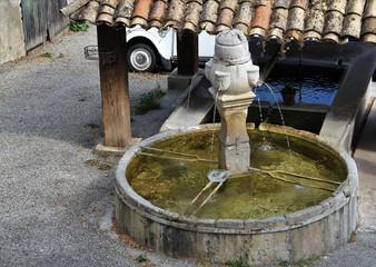 In de dag Fontaine fontaine de la Drôme provençale