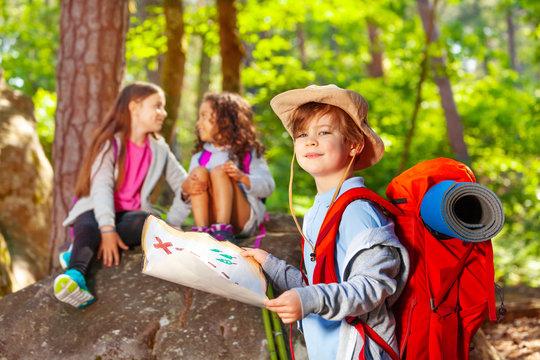 Navigation activity game of treasure hunting