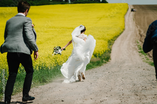 Enjoyable Bride Back Running Away From Groom On The Green And Yellow Download Free Architecture Designs Scobabritishbridgeorg