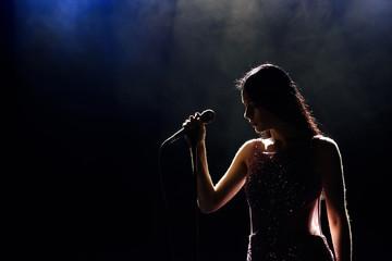 Obraz Singer woman on stage - fototapety do salonu