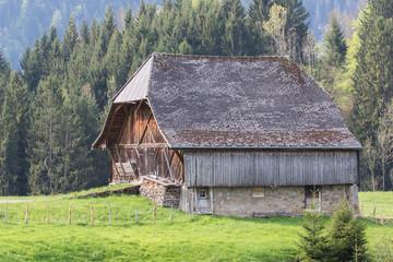 Vieille grange dans un alpage suisse