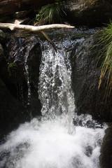 Mały wodospad w górach