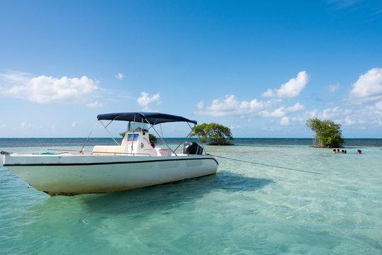 Ilet Guadeloupe et bateau