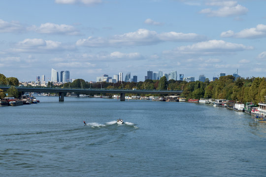 Water skiing on the Seine between Saint-Cloud and Boulogne Billancourt with La Défense in the background 01