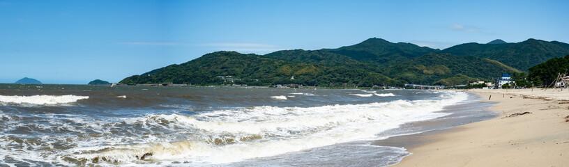 佐賀県唐津市虹ノ松原の海岸、8月のパノラマ