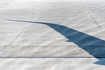 航空機の主翼の影