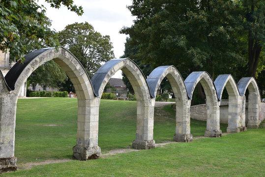 Vestiges du couvent des Jacobins parc de Songeons à Compiègne, France
