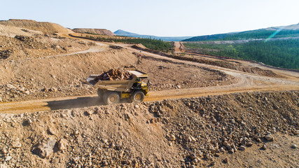 Dump truck Truck transports in the career of the ground