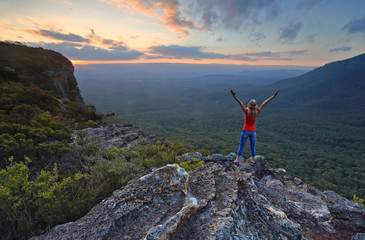 Hiker enjoys magnificent views in Katoomba