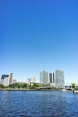 東京 運河と天王洲ビル群の風景