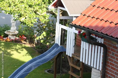 Baumhaus Für Kinder Mit Rutsche In Rot Weiß Im Garten Selber Bauen