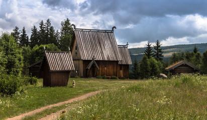 alte ,typisch schwedische Stabkirche in Ekshärad / Värmland