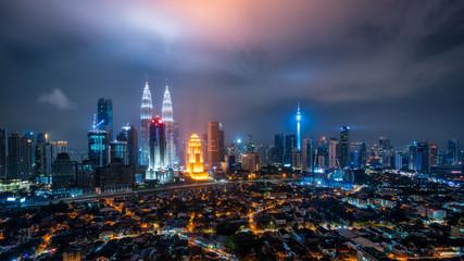 Fotomurales - Cityscape of Kuala Lumpur Panorama at night. Panoramic image of skyscraper at Kuala Lumpur, Malaysia skyline at dusk.