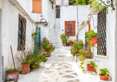Fototapete Scenic street with old houses in Anafiotika in Plaka district, Athens, Greece