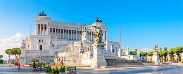 Panoramic of the Monument of Victor Emmanuel II at Venezia Squara at sunrise. Rome, Italy Fototapete