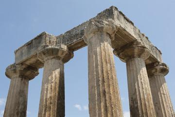 Säulen  des Apollo-Tempels im antiken Korinth, Griechenland