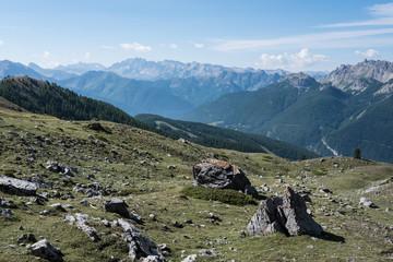 Papiers peints Bleu vert Photo de paysage panoraminque de haute montagne et de chemins de randonnée dans les alpes
