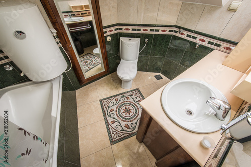 View From Above Of Luxury Bathroom Stockfotos Und Lizenzfreie