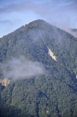 蛭ヶ岳より雲間の檜洞丸