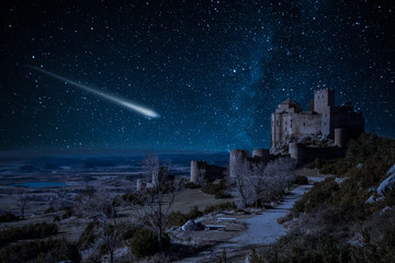 Shooting falling stars at Loarre Castle in Spain Fototapete