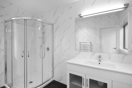 A white marbled bathroom
