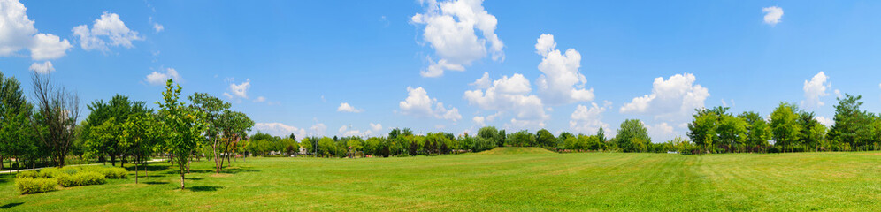 Foto op Plexiglas Platteland panorama of green lawn field with trees in the background. Park at Mogosoaia Palace near Bucharest, Romania.