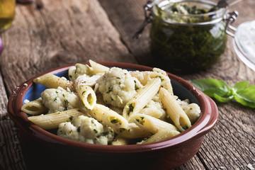 Pasta pesto with cauliflower and cheese