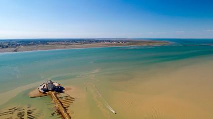 Photo aérienne du Fort Louvois et de l'île d'Oléron, en Charente Maritime