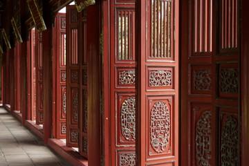 Rote Türen im Kaiserpalast Hue, Vietnam