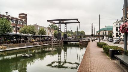 Reflet du pont à Helmond