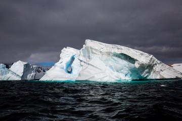 Foto auf Gartenposter Antarktika ice in the Antarctica with iceberg in the ocean