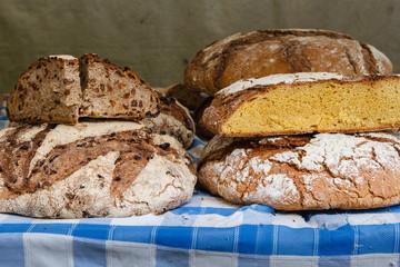 Pan tradicional gallego. Mercado de Carballino. Ourense, Galicia, España.