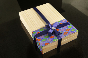 Chinese festival, family reunion through the Mid-Autumn Festival, tied with a ribbon gift box