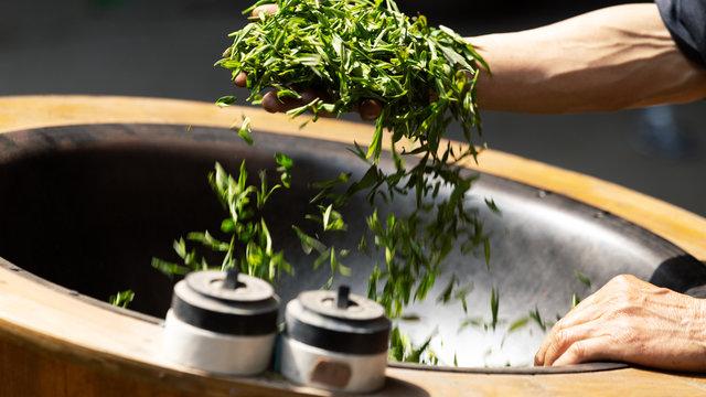 chinese man make tea