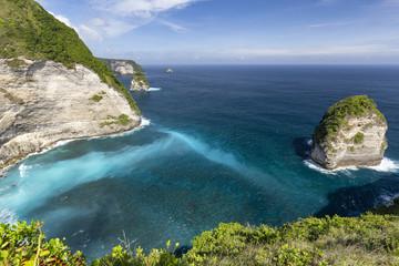 Obraz Tiny Islands near Kelingking beach on Nusa Penida in Indonesia. - fototapety do salonu